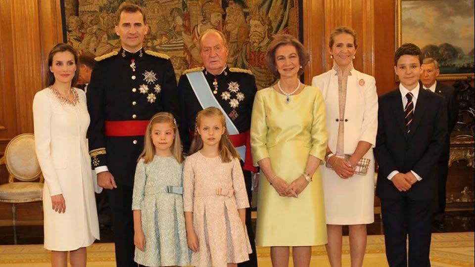 .En la foto de familia está Elena y Froilán, pero no su hermana Victoria Federica