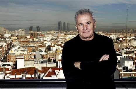 El último viaje de Paco de Lucía a Algeciras.El cantante y compositor Víctor Manuel comenzó su carrera artística hace medio siglo.