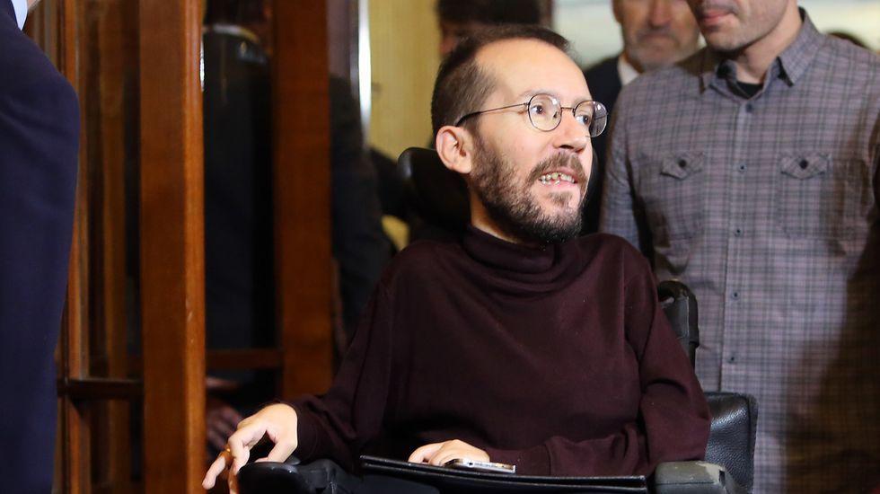 Pablo Echenique, junto a dirigentes de Podemos Asturies en Mieres