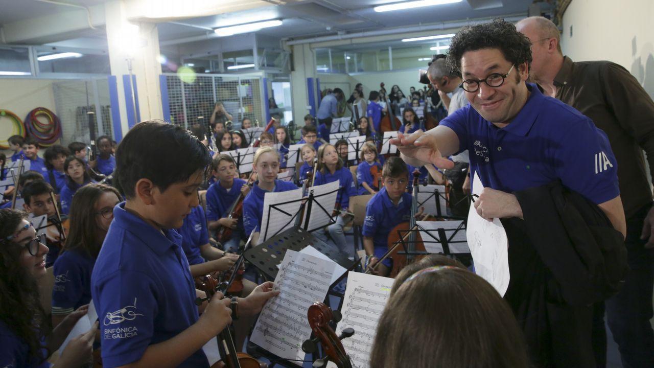 Gustavo Dudamel dirige a los 186 integrantes de la orquesta ReSuena