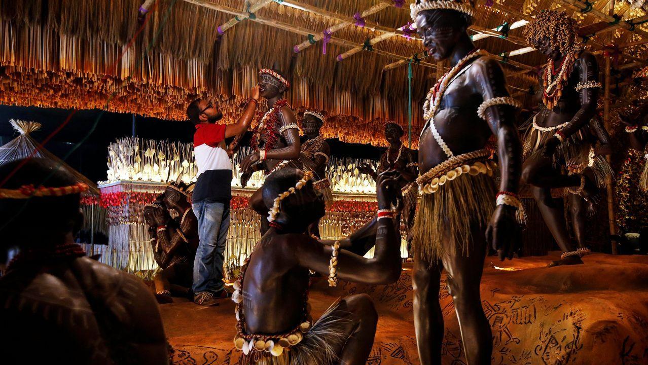 Esculturas de aborígenes de las islas de Andaman, expuestas en Calcuta