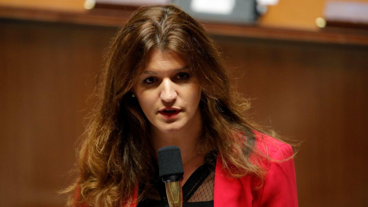 Al menos 25.000 chalecos amarillos vuelven a la carga en Francia.Marine Schiappa, secretaria de Estado para la Igualdad en Francia