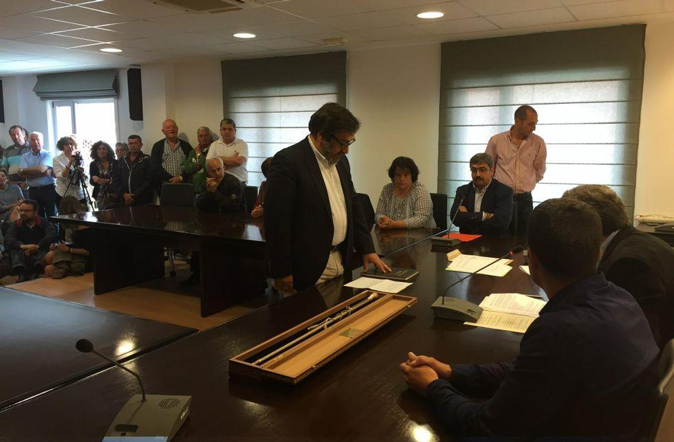 Acusaciones cruzadas en el pleno de Miño.Ricardo Sánchez asumió el pasado mes de junio la alcaldía con el apoyo del Partido Popular.