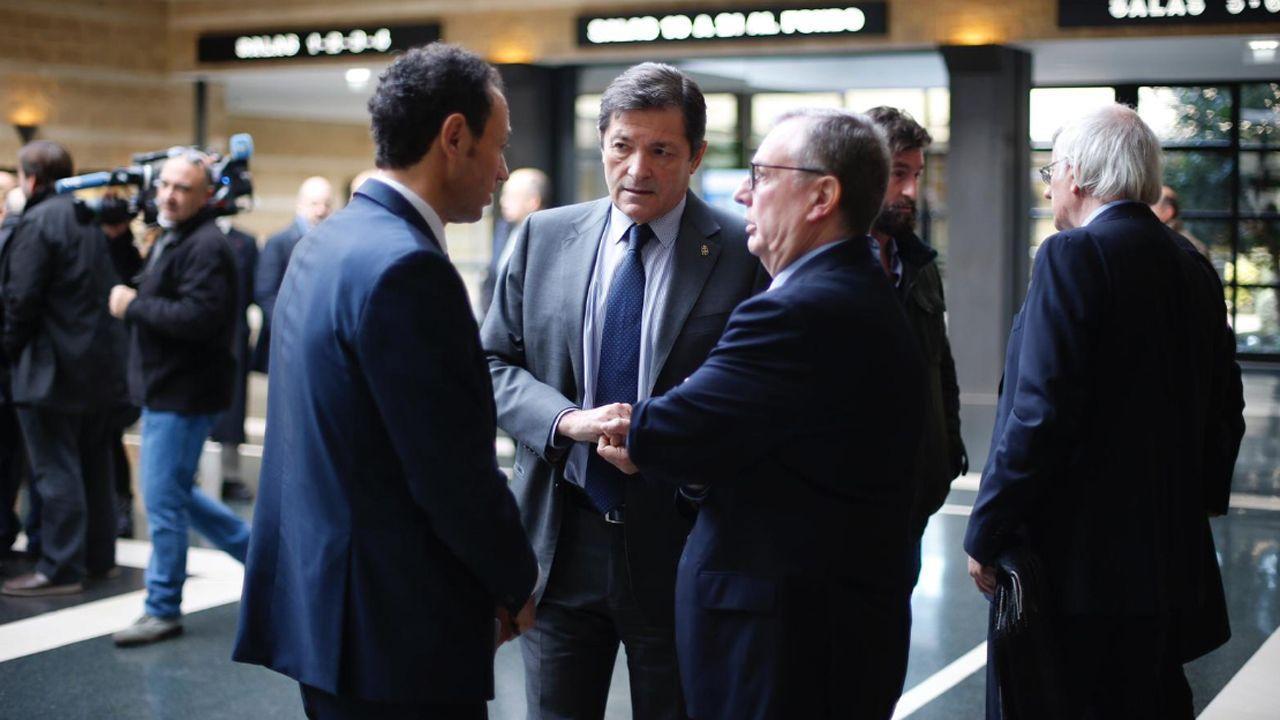 Javier Fernández en el tanatorio en la despedida de Álvarez Areces.