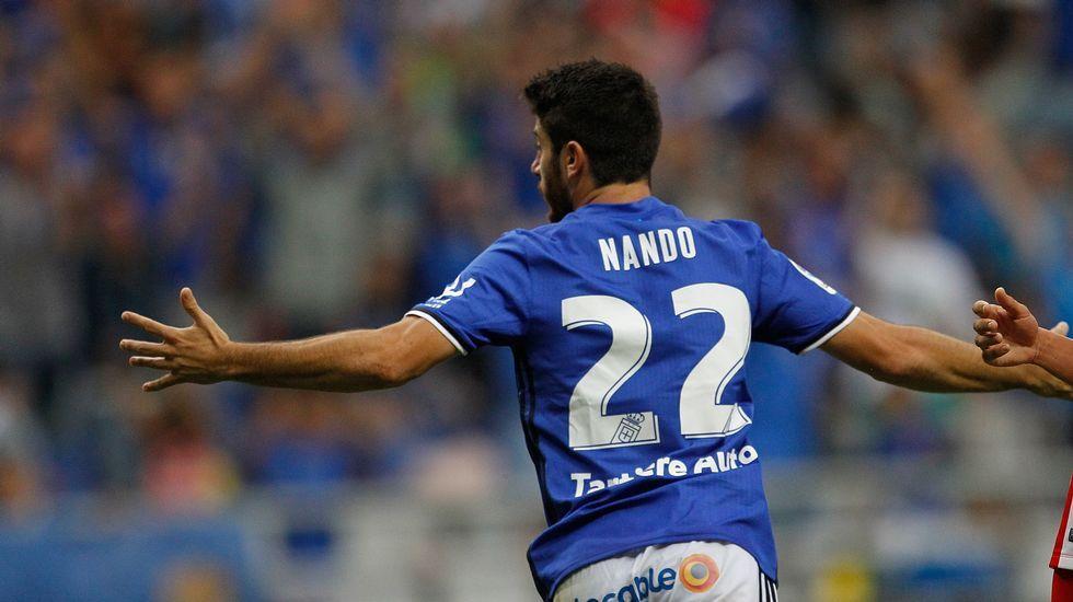 Nando celebra un gol ante el Almería