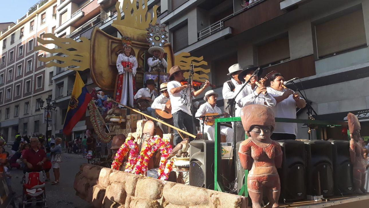 La carroza de Ecuador en el Día de América en Asturias 2018