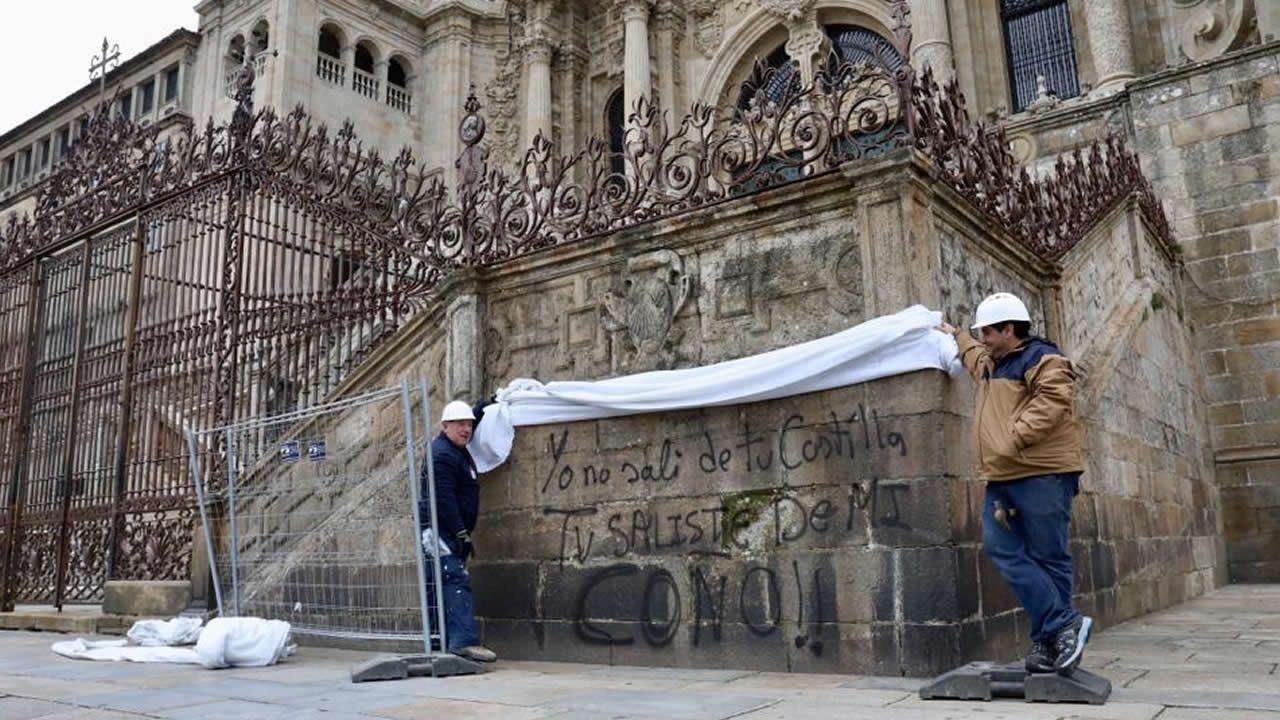 El inédito aspecto del interior de catedral.Pintada en la catedral de Santiago