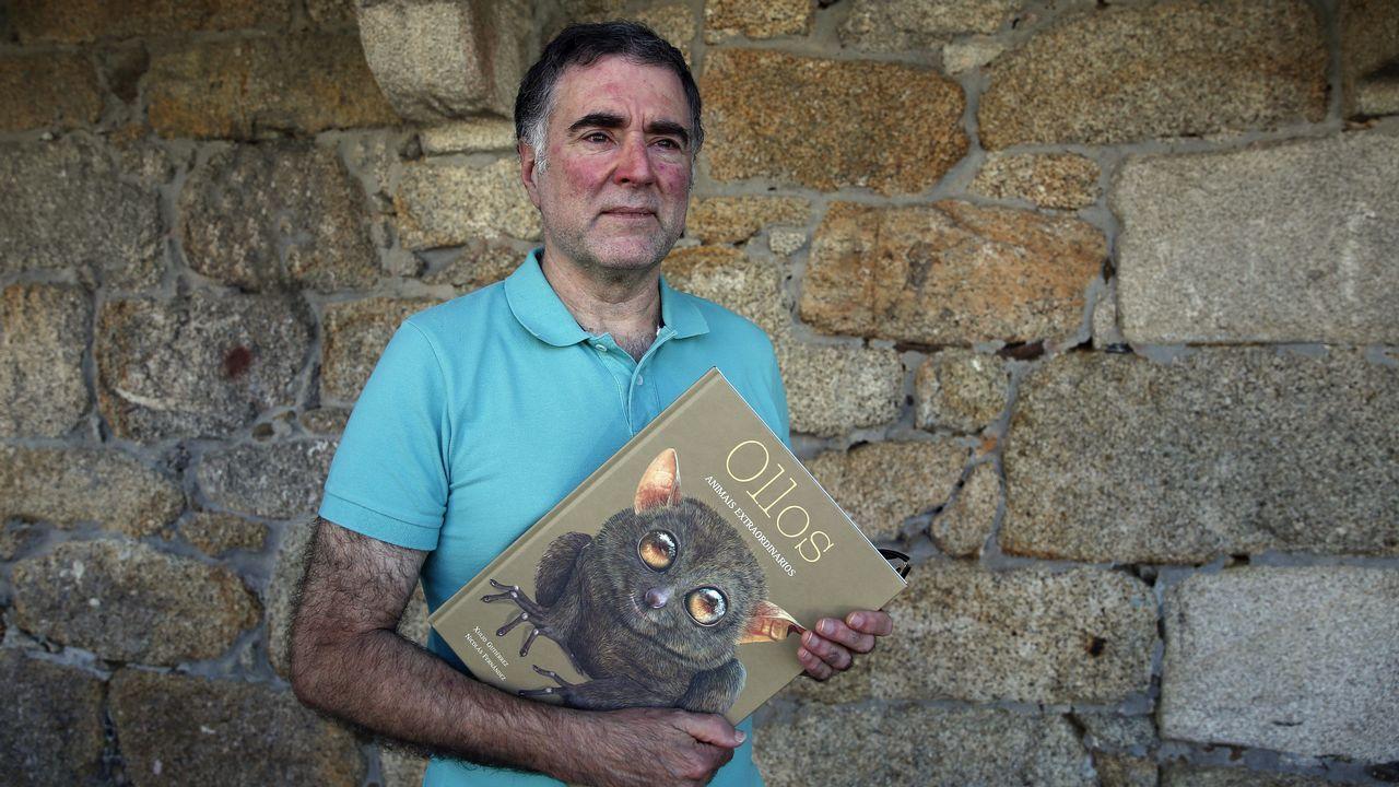 Libros Fugas combo.Portada do libro «Radio Bulebule», de Paco Nogueiras