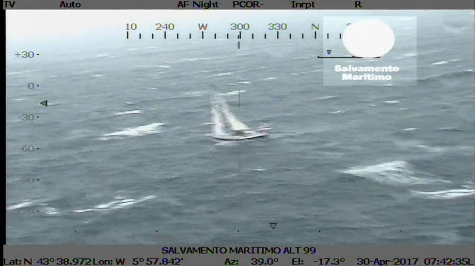 Rescate del velero francés frente a la costa de Gijón.Tuneladora en Pajares