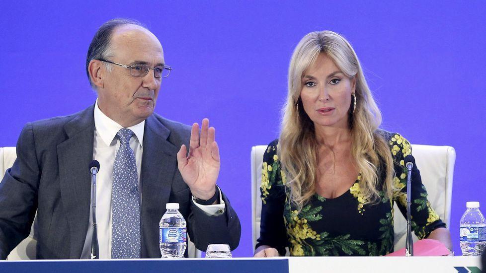 Esther Alcocer Koplowitz, presidenta de FCC, junto al ex consejero delegado, Juan Béjar