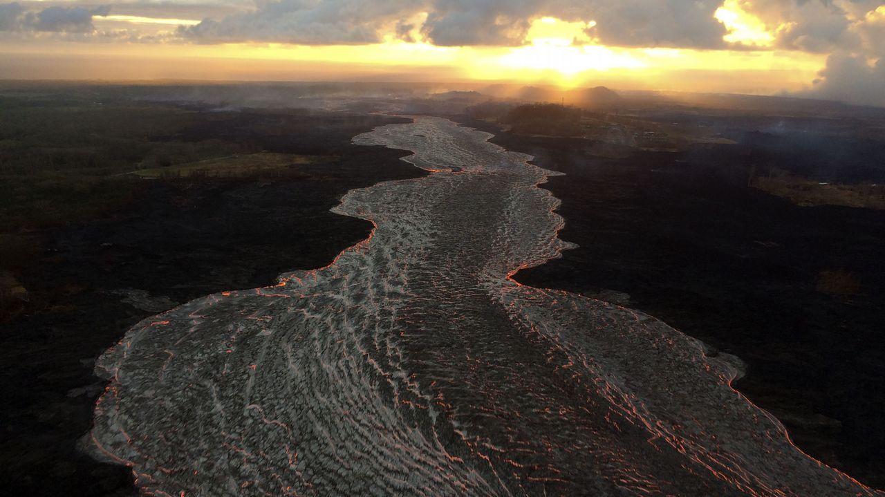 .Vista aérea del amanecer junto al volcán Kilauea, en Hawaii