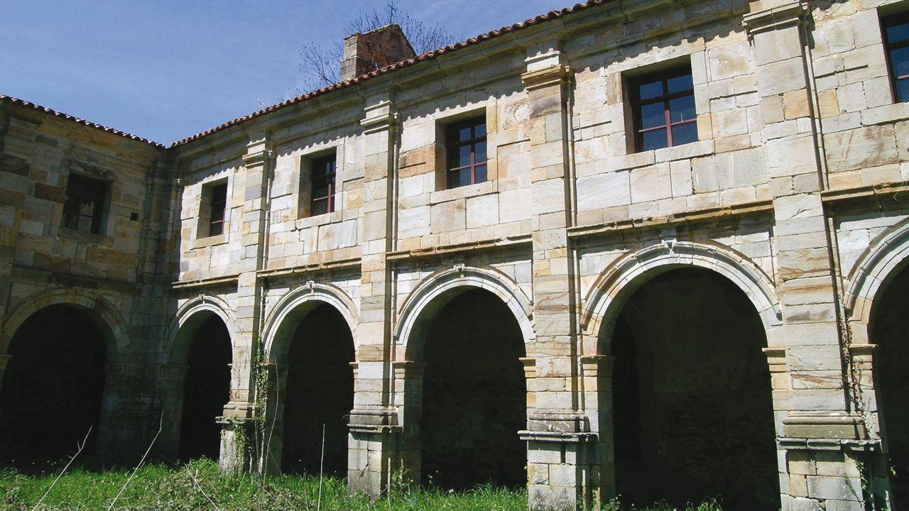 Interior del Monasterio de Santa María la Real de Obona, en Tineo
