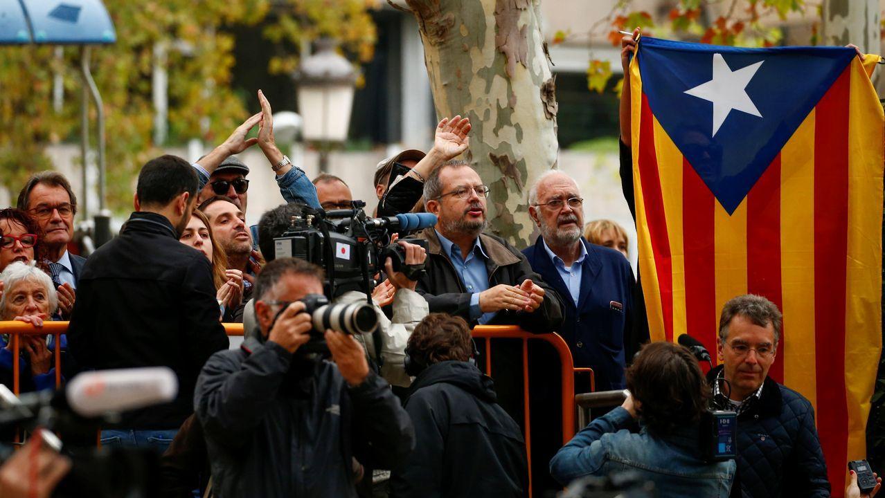 El presidente Artur Mas acudió junto a amigos y familiares de Junqueras y los exconsejeros a la Audiencia Nacional para mostrarles su apoyo.