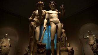 Diferencia. «Orestes y Pílades», de la escuela de Pasíteles, escultura que exhibe la exposición del Prado «La mirada del otro», que reflexiona sobre la realidad histórica de la homosexualidad.