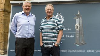 Steve Tew, CEO de los All Blacks, y Grant Fox, exjugador de los All Blacks