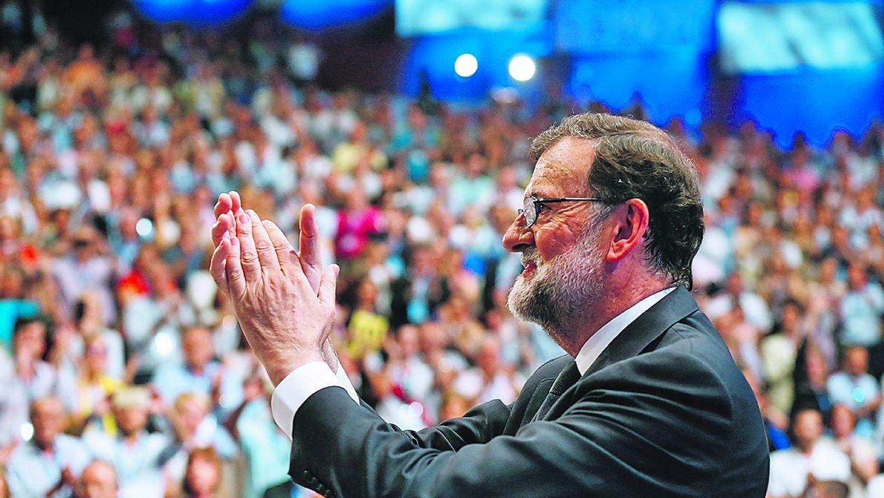 Sáenz de Santamaría reivindica su victoria en el congreso ante los afiliados.Rajoy reivindicó su gestión en su discurso de despedida, sin mencionar los casos de corrupción