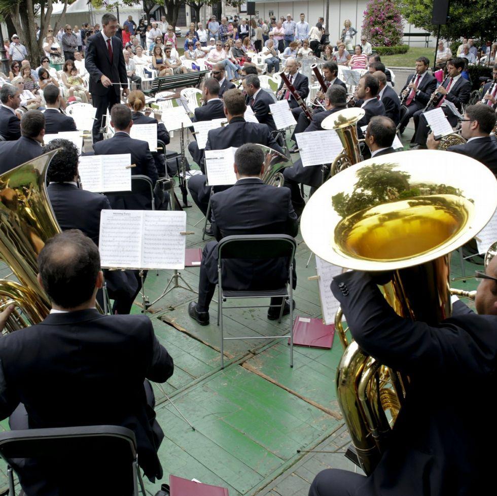 .Actuación al aire libre de la Banda Municipal.