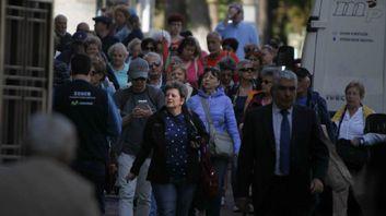 Viandantes por el centro de Oviedo