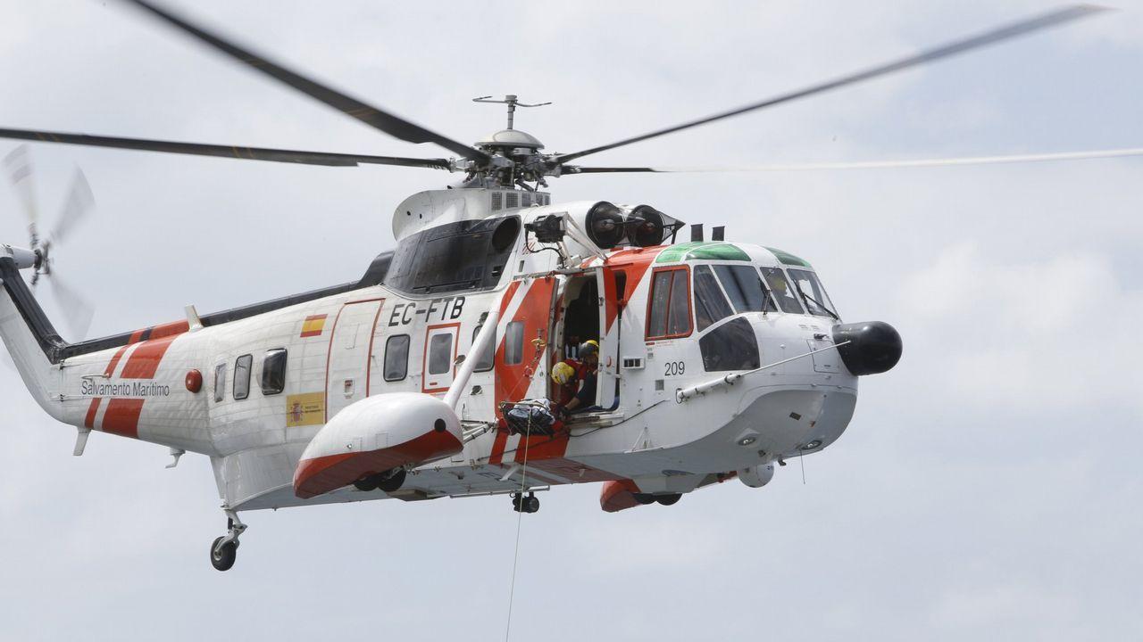 Rescatan en Baiona a tres holandeses cuyo barco se estaba hundiendo.Llegada al puerto de Naos, en Arrecife, un grupo de 28 personas que navegaban en una patera rumbo a Lanzarote
