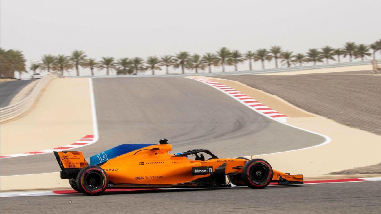 Lara Álvarez y Fernando Alonso. El piloto español de Fórmula 1 Fernando Alonso de la escudería McLaren, participa en un entrenamiento del Gran Premio de Baréin, en el circuito Sakhir, en Manama (Baréin) hoy, 6 de abril de 2018