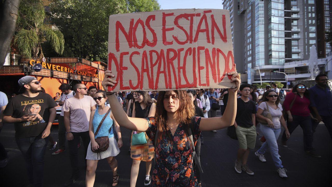 .Estudiantes de la escuela de cine de Guadalajara, en México, participan de una marcha por el asesinado de tres compañeros