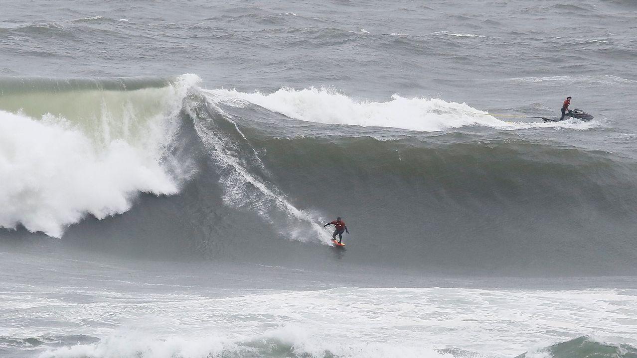 Surfeando en Illa Pancha