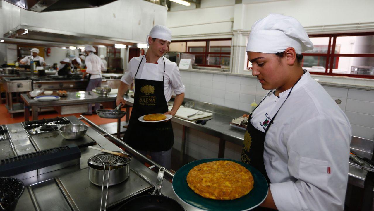 Concurso de tortillas en el IES de Hosteleria de Foz.La Macana presenta «Pink Unicorns»