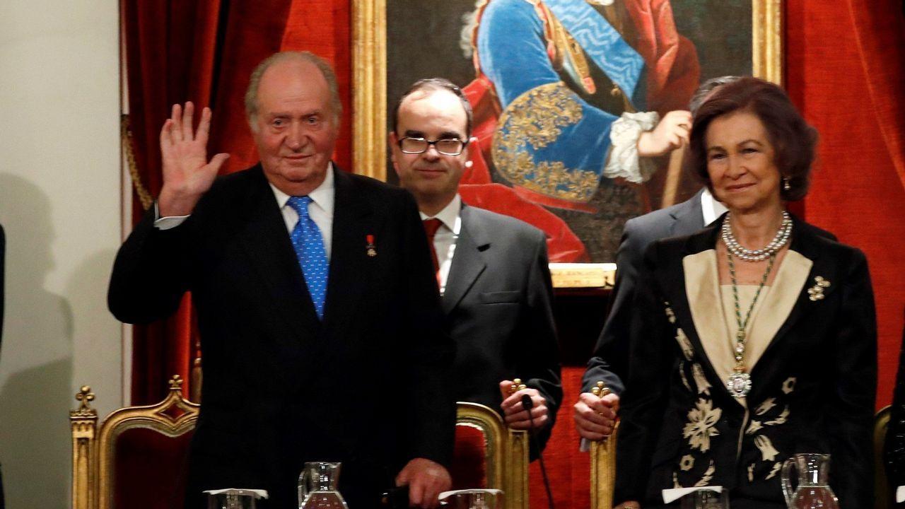 .Los manifestantes quemaron en el 2007 una fotografía oficial de Juan Carlos I y Sofía de Borbón, los reyes eméritos