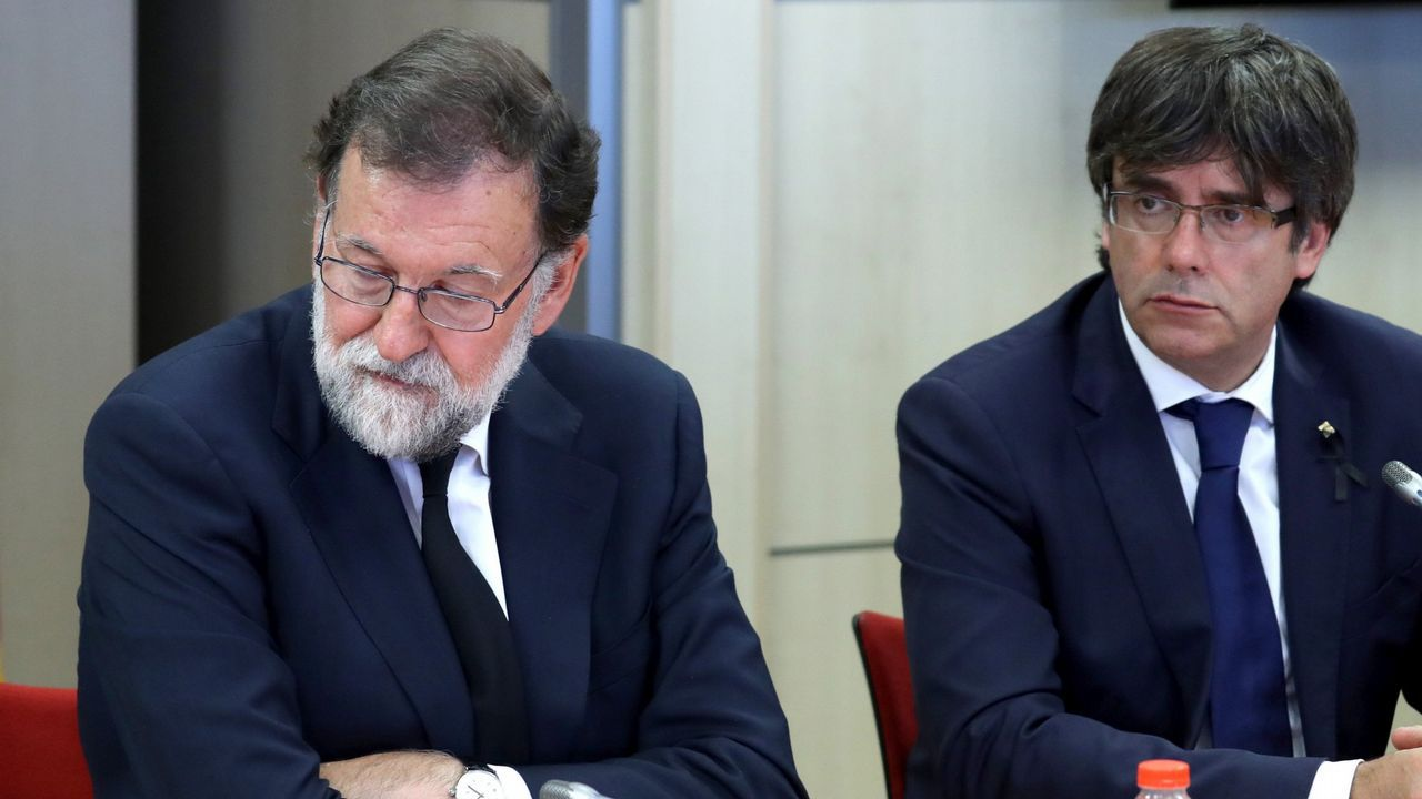 En directo y en streaming, el juicio del procés.Rajoy y Puigdemont, en un reunión del 18 de agosto del 2017, la última antes de los acontecimientos que desembocaron en el 1-O