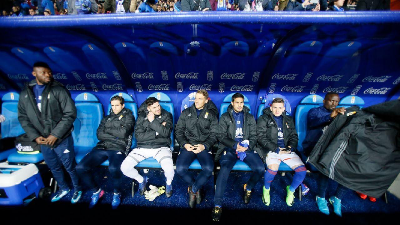 Banquillo Real Oviedo Carlos Tartiere Osasuna Horizontal.El banquillo del Real Oviedo, antes del partido frente a Osasuna