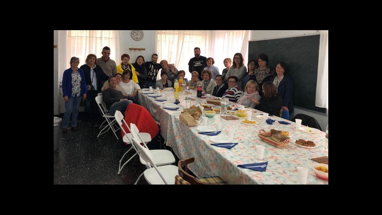 La huella de la borrasca Helena en Ferrolterra, Eume y Ortegal.En la foto, de archivo, percebeiros de Cedeira faenando en medio de un fuerte oleaje.