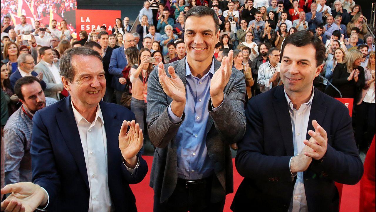 Detenido en Francia el ex dirigente de ETA Josu Ternera.Abel Caballero, Pedro Sánchez y Gonzalo Caballero, en un mitin celebrado en Vigo