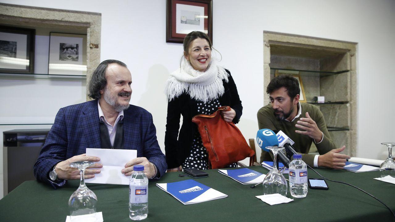 La defunción de un proyecto. Del grupo fundador de Podemos ya solo queda al frente del partido Pablo Iglesias. En la foto de la asamblea fundacional de Vistalegre, en octubre del 2014, Carolina Bescansa, Luis Alegre, Juan Carlos Monedero, Pablo Iglesias, Íñigo Errejón y Tania González