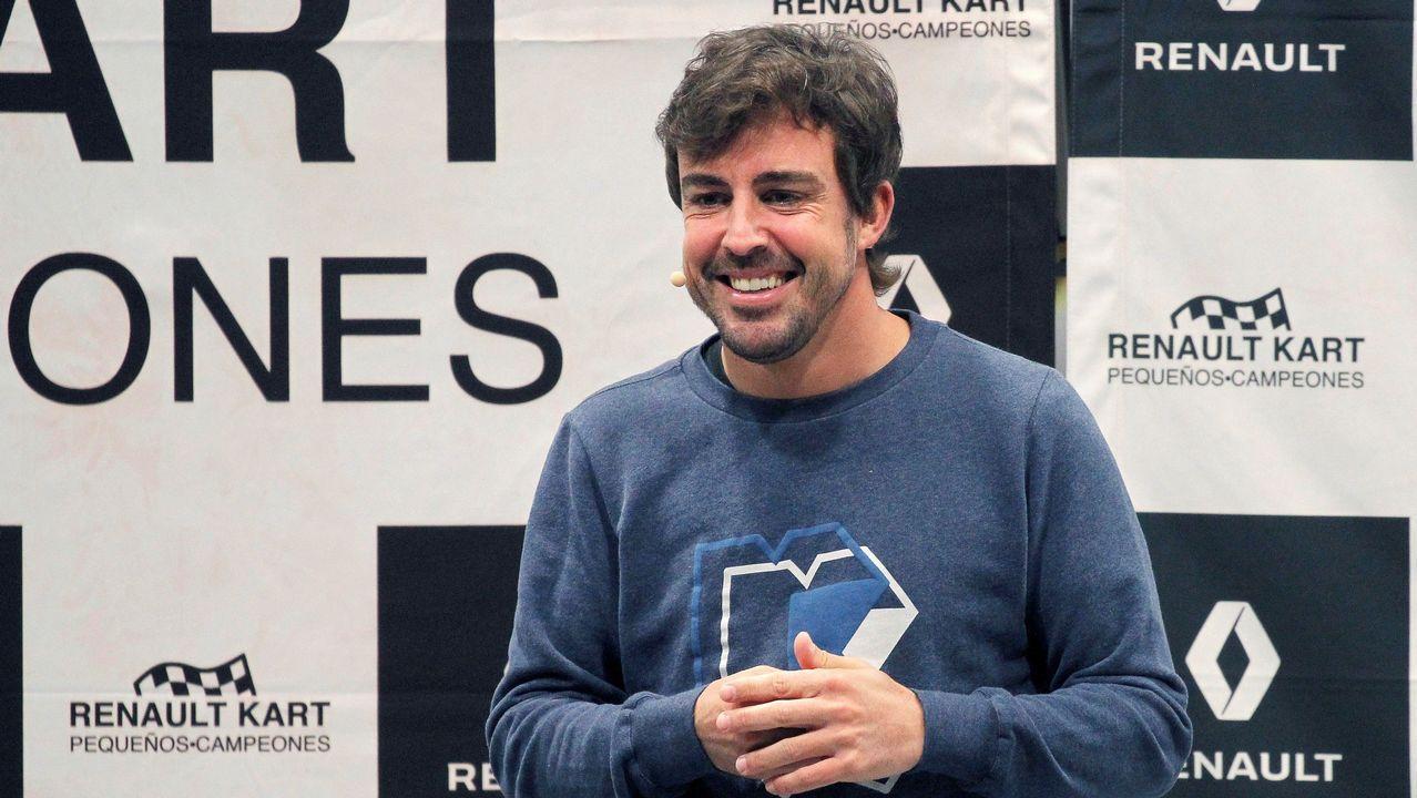"""El bicampeón mundial de Fórmula 1 Fernando Alonso, durante la entrega de trofeos a los finalistas de la segunda edición del concurso  Renault Kart pequeños campeones"""", hoy en el Museo de Fernando Alonso en Asturias."""