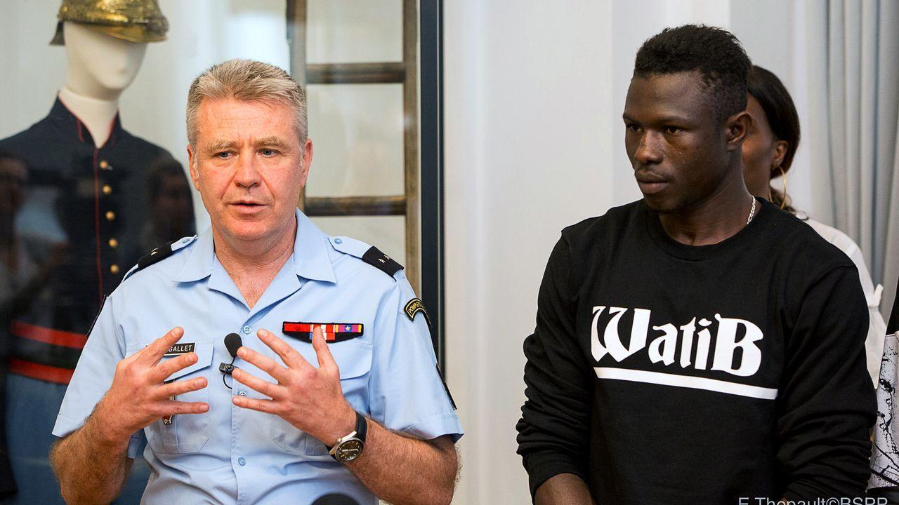 Polémica en Francia por conceder la nacionalidad al héroe escalador.Seehofer se dirige a una reunión con su grupo