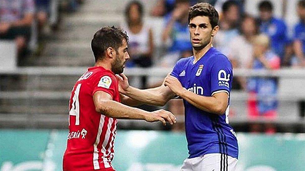 Nando celebra un gol en el Carlos Tartiere