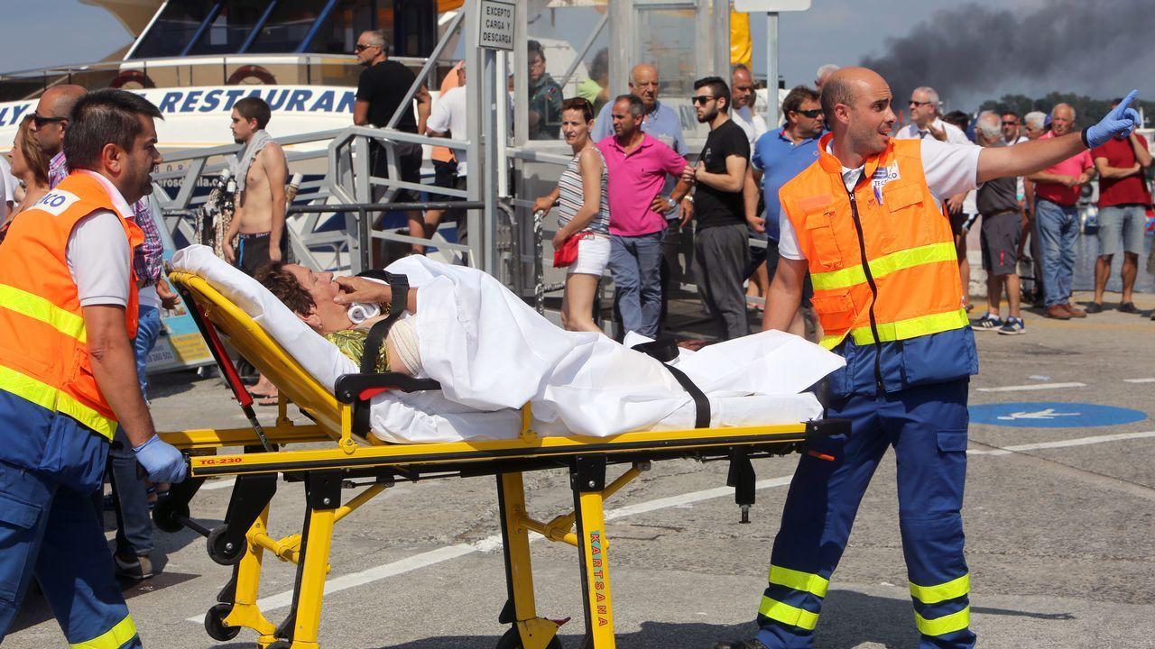 Los pasajeros recibieron asistencia sanitaria en el muelle de O Grove