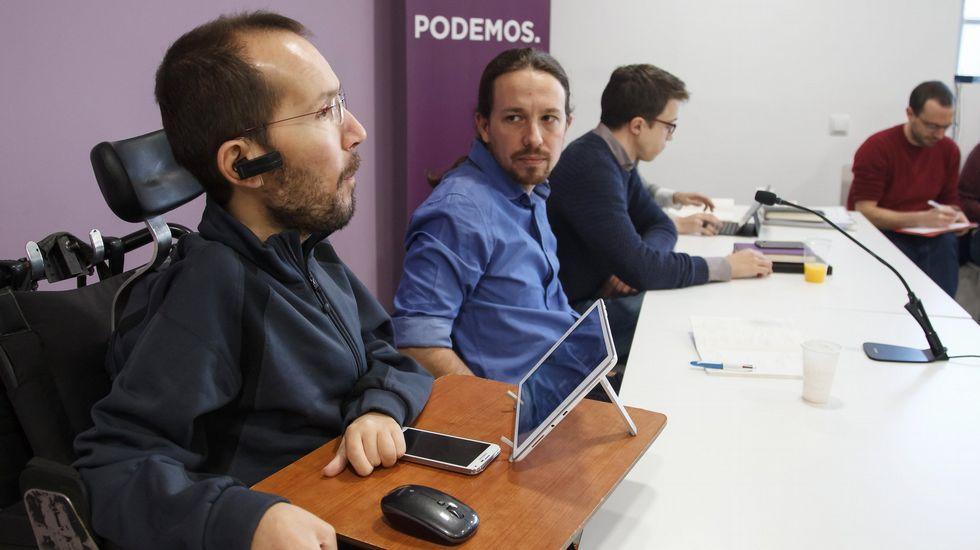 Pablo Iglesias explica el resultado de Unidos Podemos.Echenique, Iglesias y Errejón, al fondo, en una imagen de archivo.