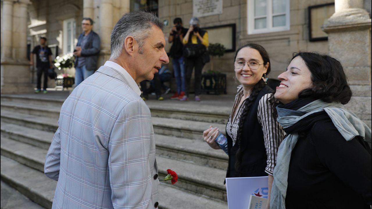 Luis Seara, acompañado de la diputada Noa Presas y de su compañera en el Concello Rut Reza