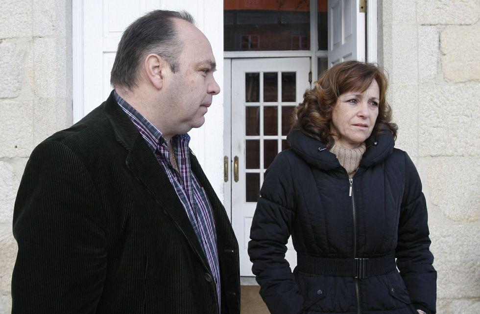 Alberto Pardellas y Cristina Francisco, en una imagen del 2013, ante la casa del Concello de Melón