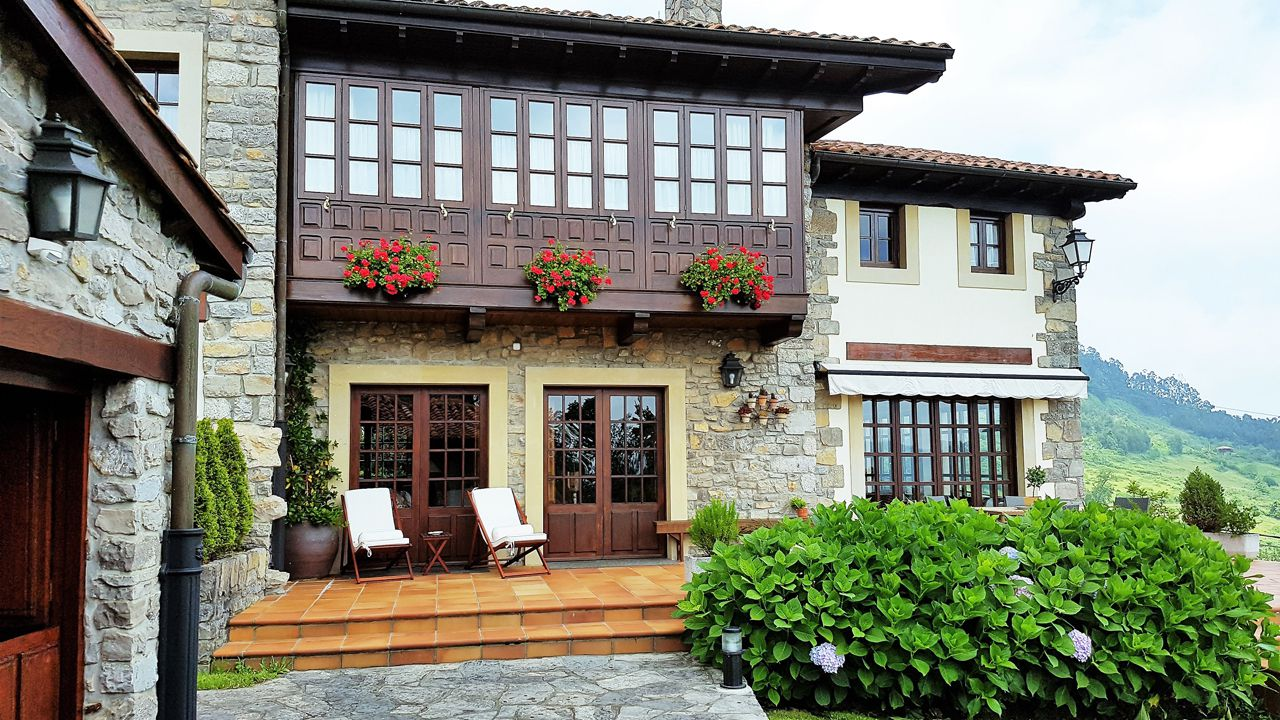 Aldeas y apartamentos rurales en Asturias.Bomberos de Asturias en los incendios en San Feliz
