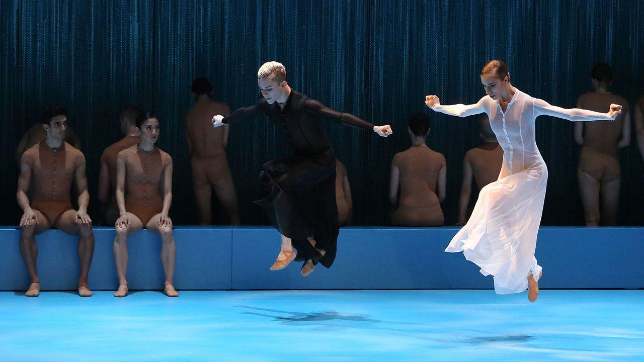 La huelga del 8M también se pinta en el cuerpo.Un momento de «Noé» del Malandain Ballet Biarritz