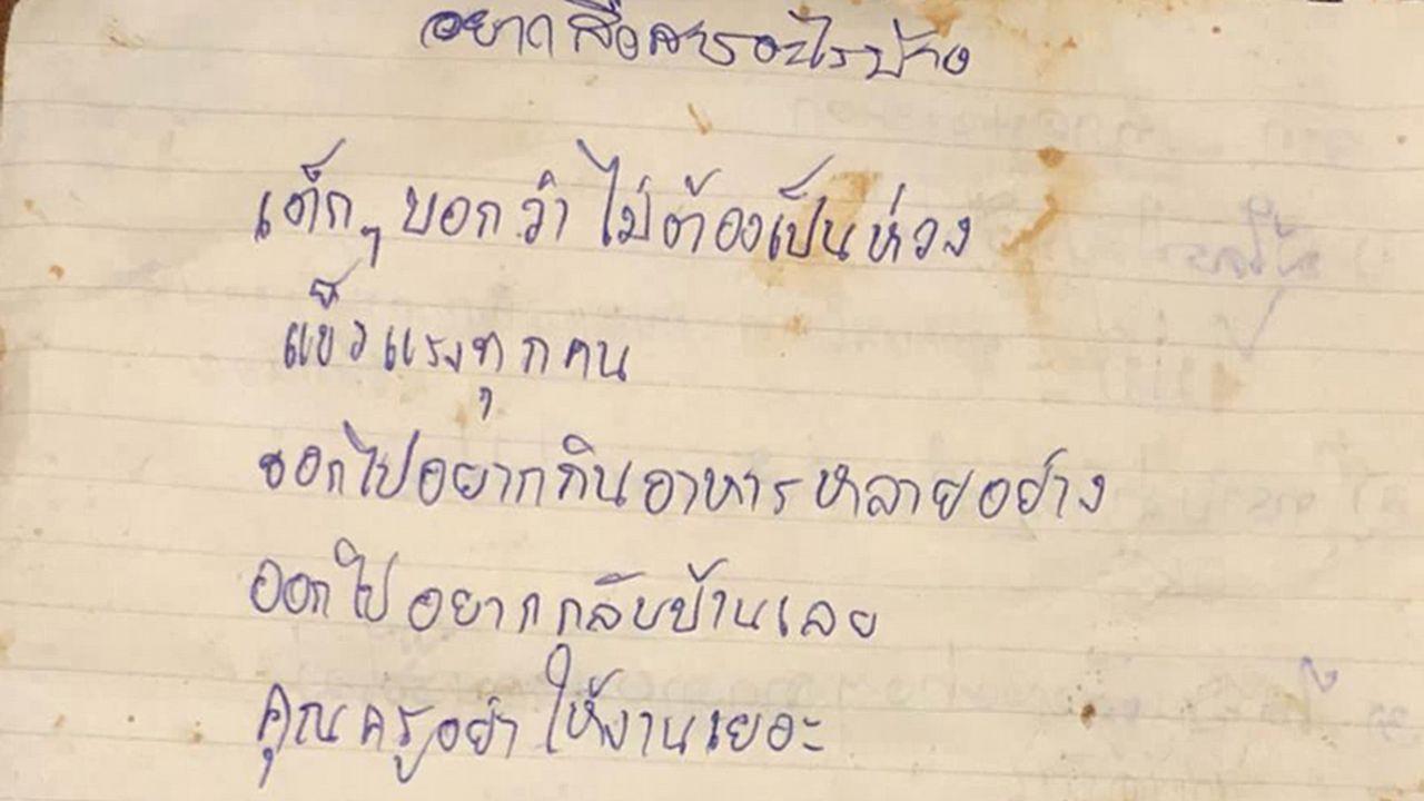 Una de las cartas enviadas a los familiares de los niños atrapados en la cueva de Tailandia.
