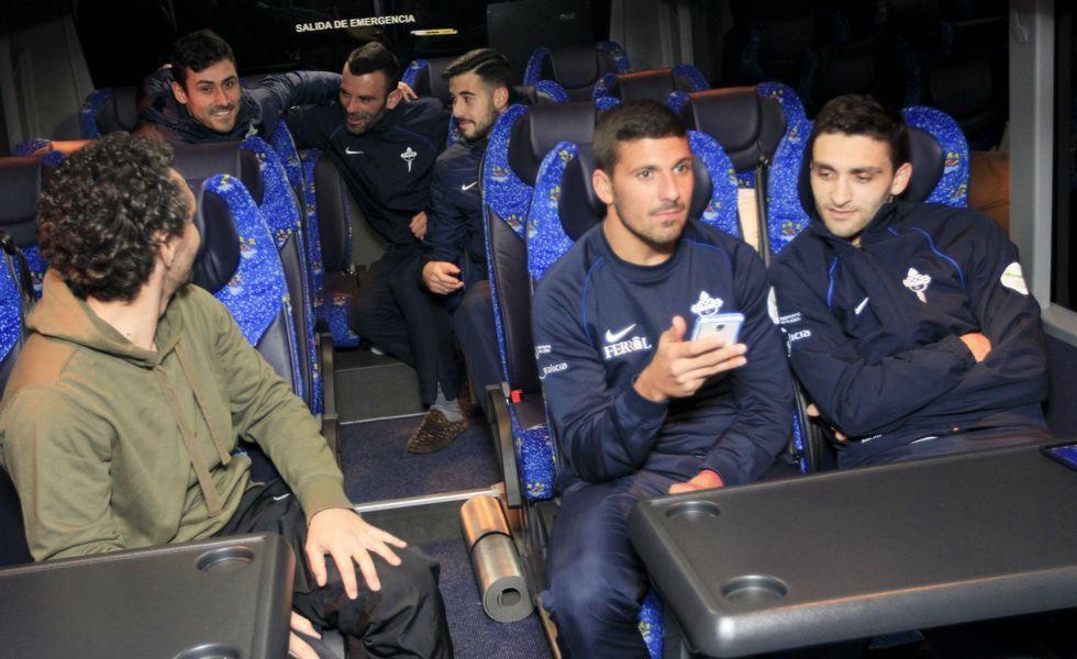 El autocar que desplazó a la expedición racinguista a Murcia partió a las nueve de la noche de ayer desde el campo de A Malata.