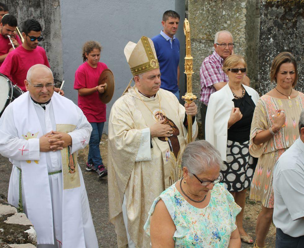 Carballo participó en los oficios religiosos de Lodoselo.
