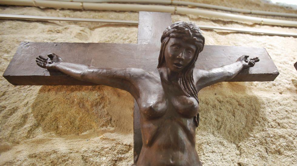 Un Cristo mujer y con los pechos al aire causa sorpresa enPoio.Europeo de Piragüismo Maratón. Categoría Master