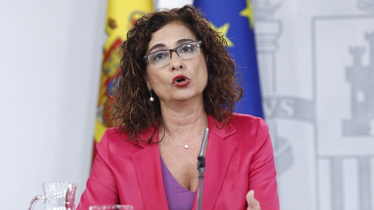 El PP tumba en el Senado la senda de déficit del Gobierno.La ministra de Hacienda, María Jesús Montero