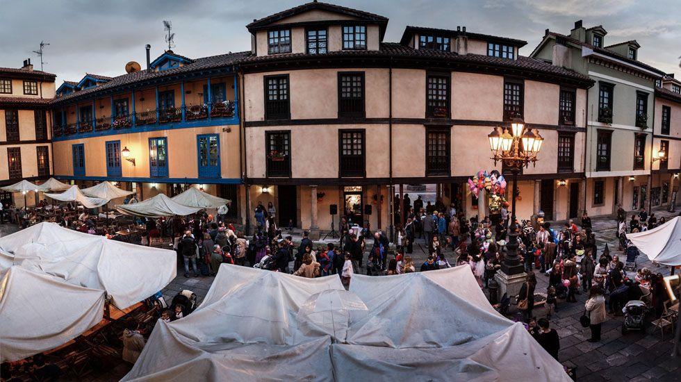 Fiesta en la calle, en el Fontán (Oviedo).Fiesta en la calle, en el Fontán (Oviedo)