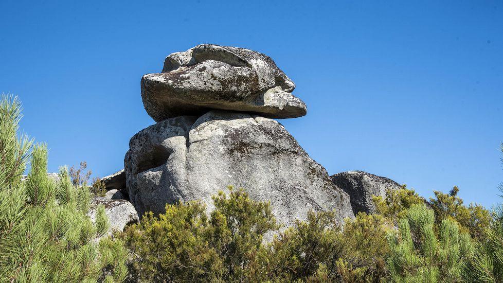 Ruta de senderismo de Moura (Nogueira de Ramuín). Formaciones rocosas en As Codias