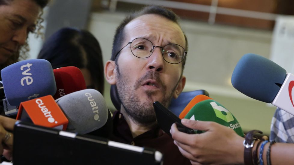 Pablo Iglesias presume de debate interno y se erige como primera fuerza de la oposición.Iglesias y Errejón, este verano en Madrid